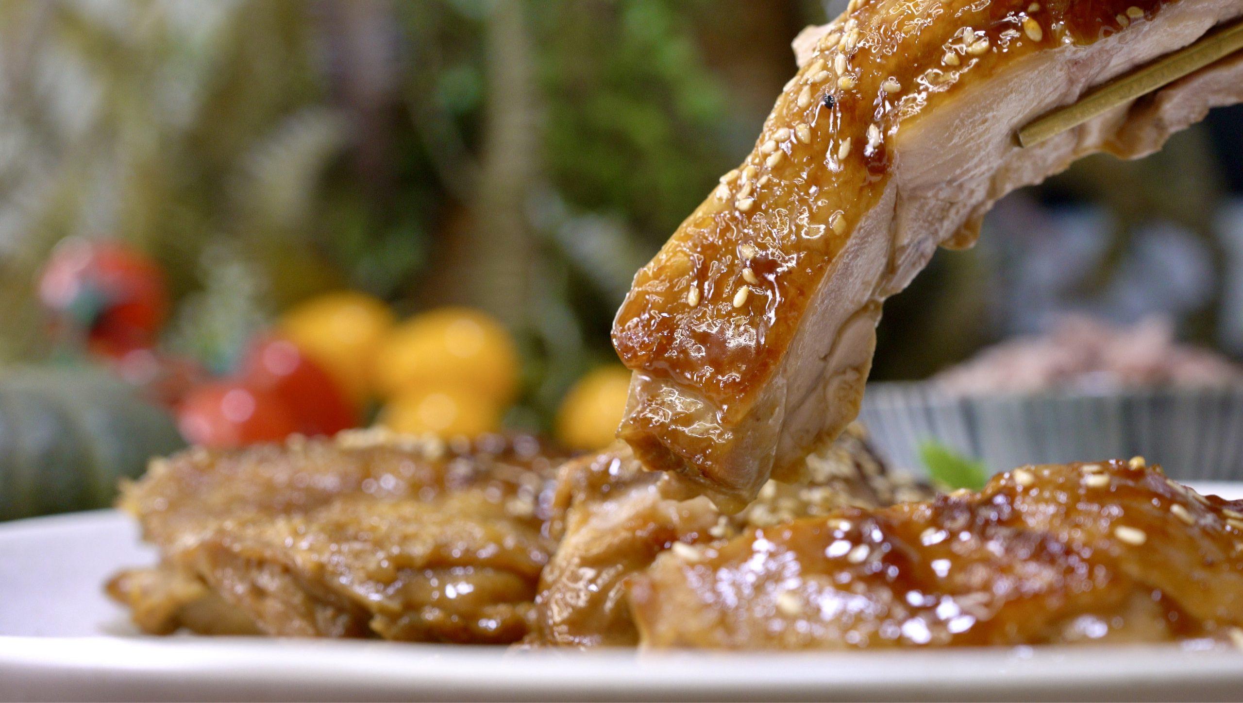 鮮嫩多汁照燒雞肉的黃金比例醬汁,超級美味!好吃到停不下來的照燒雞