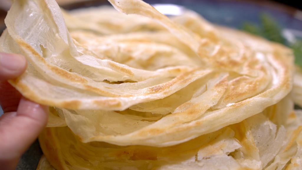 自製千層手抓餅,外酥內軟層次豐富,單煎包料都好吃!