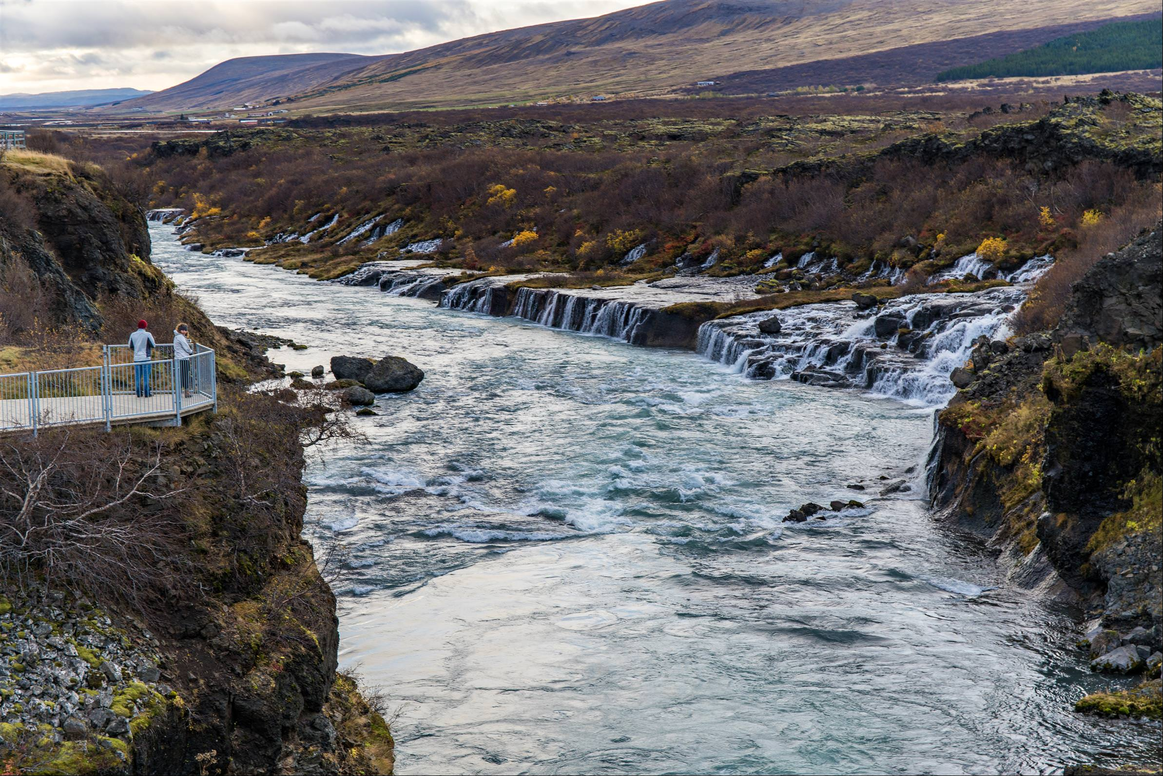 溶岩瀑布 Hraunfossar Waterfall