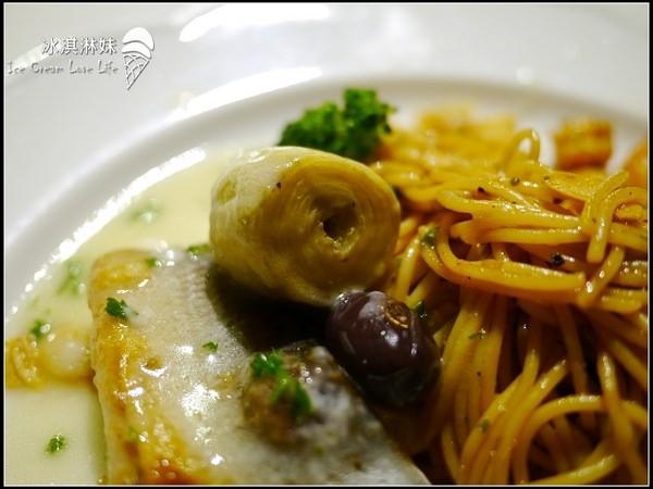 LAGO ristorante 義式活海鮮料理:LAGO ristorante 義式活海鮮料理 - 大推綜合起司比薩與義大利麵!