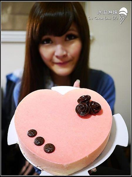 【宅配美食】D2惡魔蛋糕 – 母親節新品蔓越莓珠寶白巧克慕斯蛋糕