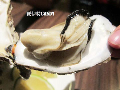 『台中北區_蠔愛癡岩烤生蠔小屋』美味的鮮蚵、讚不絕口的下酒菜!