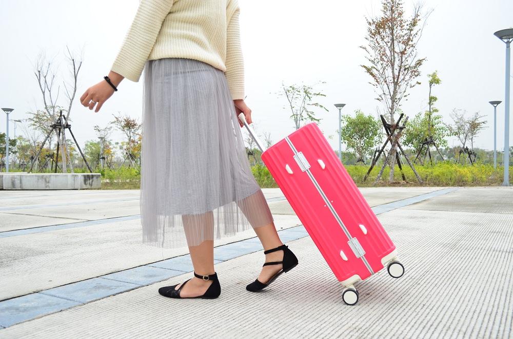 行李箱_DESENO│新上市的棉花糖旅行箱,出門前,你的行李箱帶對了嗎?