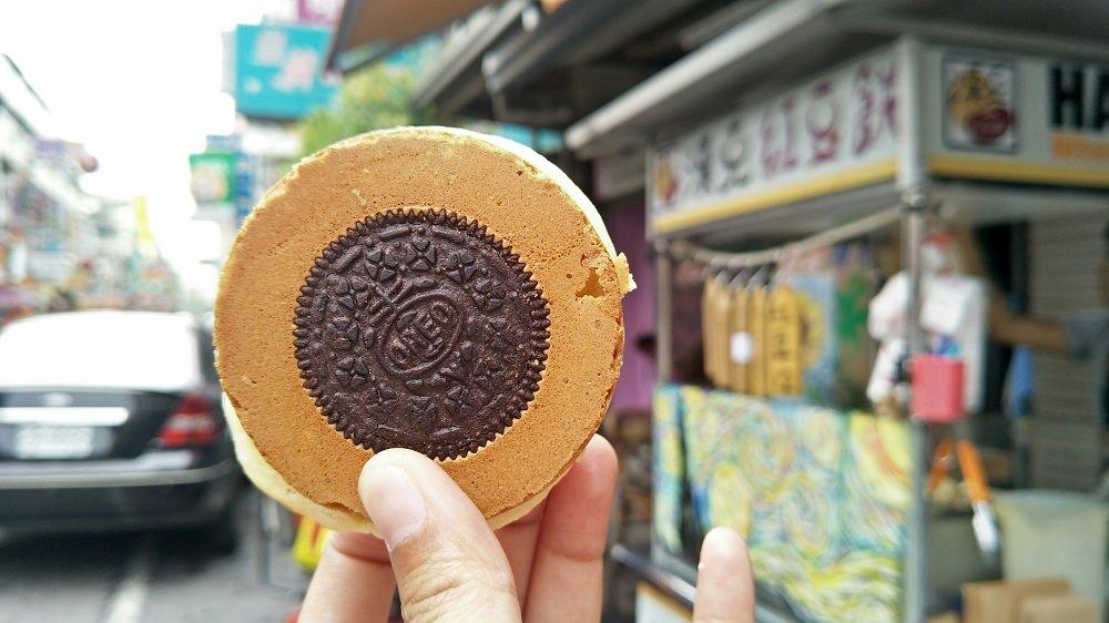 員林小吃_漢克紅豆餅│帥氣老闆做的紅豆餅,販售的是老闆揮灑色彩小天地。
