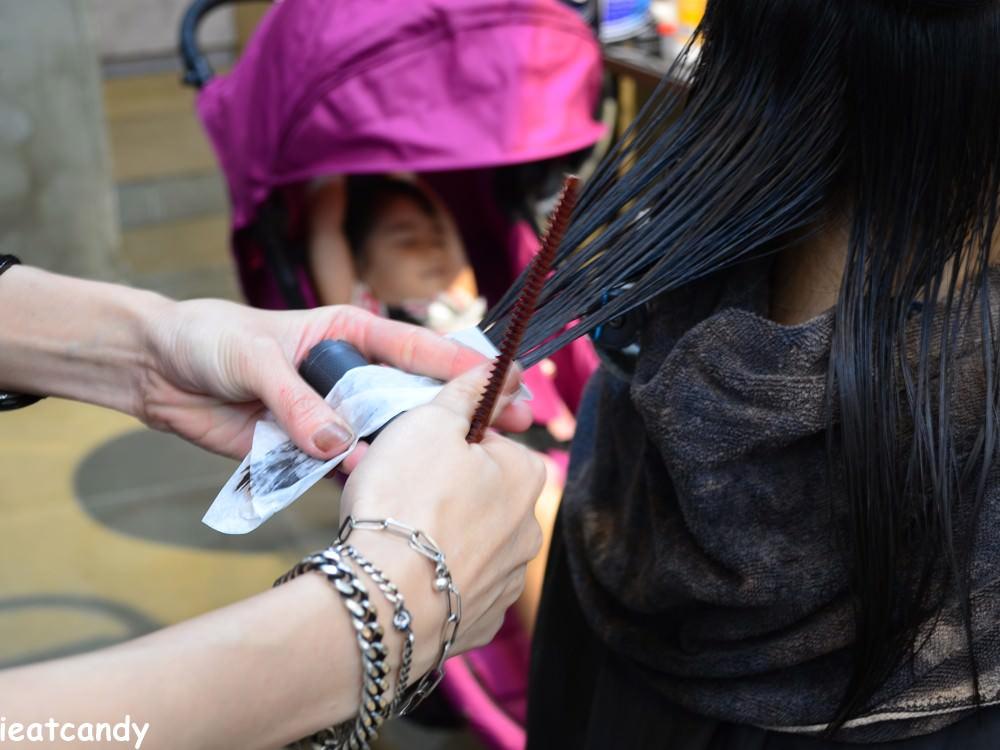 燙髮上髮捲過程-HairCity台中燙染髮推薦