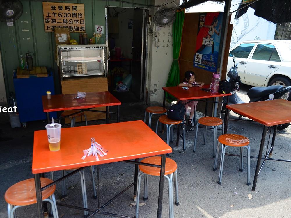上安肉粥客人用餐位子-台中肉粥推薦