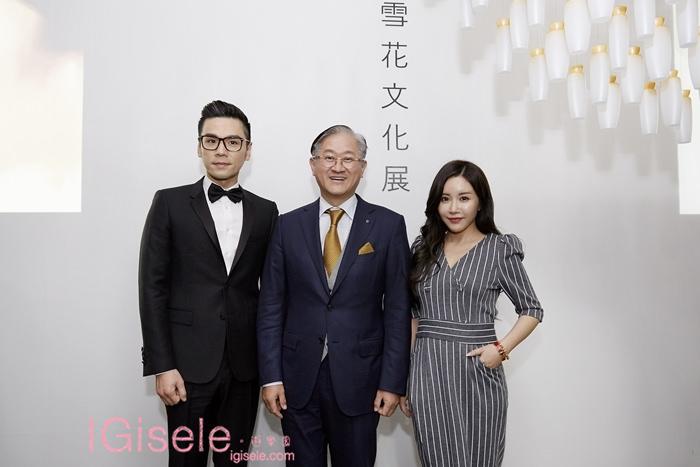 愛茉莉太平洋集團會長 徐慶培先生(中)與台灣美妝趨勢達人 Kevin老師、部落客Gisele