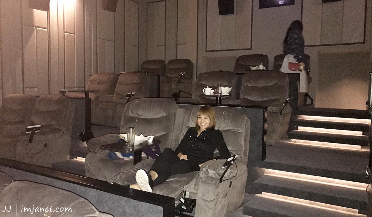 台北電影院推薦|大直美麗華皇家影城:五星級頭等艙寬敞沙發座椅,躺著看電影實在享受