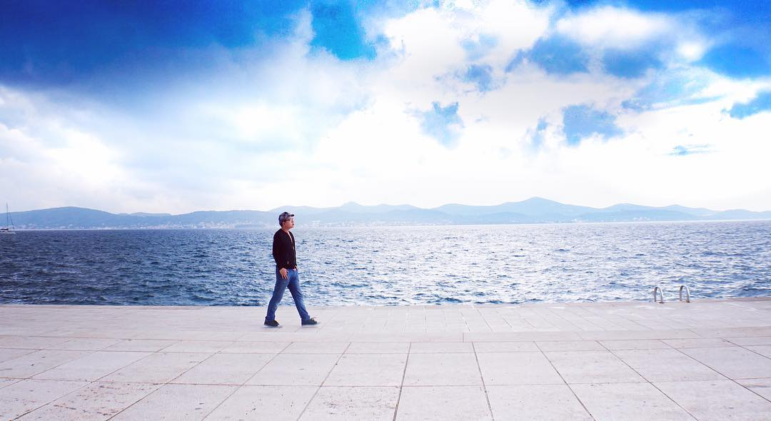 小時候我們都想走到海的另一邊,長大以後走著走著忘了時間, 慢慢懂了不需要抵達另一邊的大海才是得到, 重要的是找到自己想去的地方,而且一直在路上。
