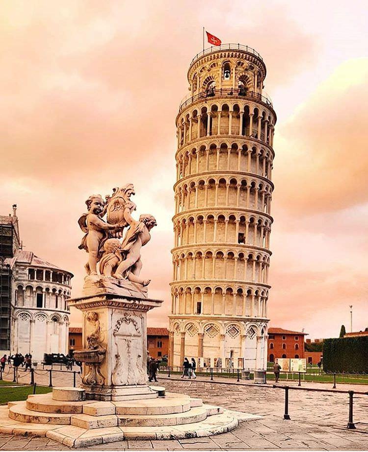 他接受旅人對自己城市偉大的稱讚,點點頭,思緒卻飄到他眼睛從沒見過的另一個城市 – 這就是旅行的意義