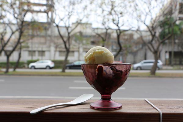 [美食] 台北天母 On the Road 不吃後悔一輩子的低脂低甜度手工冰淇淋  近天母棒球場 高島屋