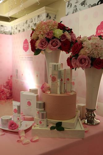 [活動]  瑰珀翠 玫瑰喚膚記者會 玫瑰系列保養品太吸引人啦! 穆熙妍超正!