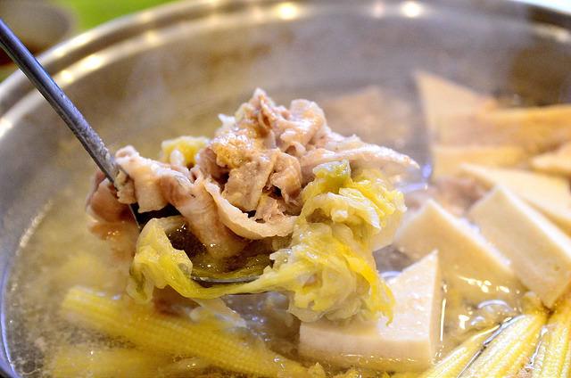 [桃園市]我是來喝湯的~回甘的絕妙好滋味~!東北酸菜白肉鍋(春日店)