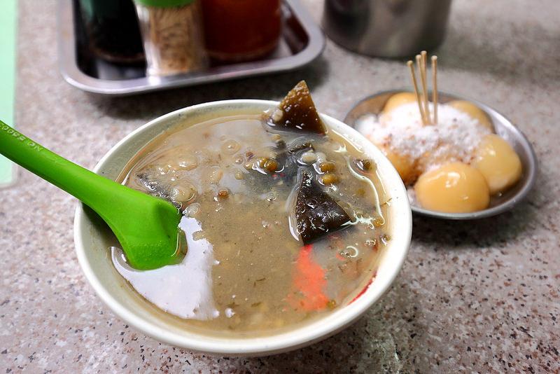 [香港中環] 百年歷史老香港味,獨家甜品海帶綠豆沙&糖不甩必嚐好好味呀~ 玉葉甜品