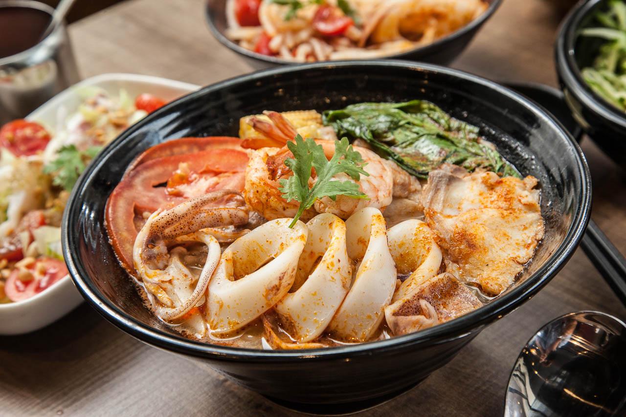 [桃園蘆竹]吃到頭捨不得抬起來的泰式料理!?新台灣泰式料理~丁金泰式涼麵米粉湯