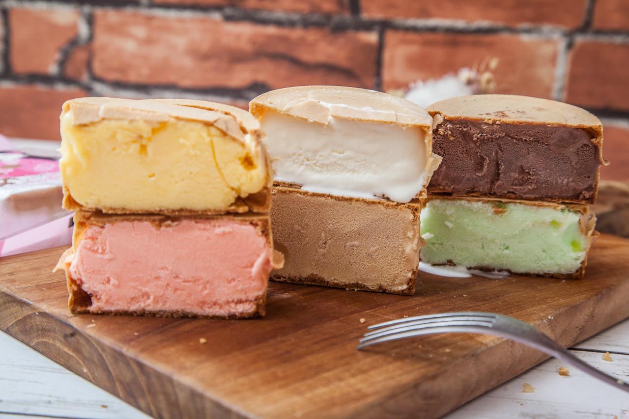 [桃園市]超酷的冰車輪餅!如法蘭酥一般的超薄脆餅皮,冰淇淋塞好塞滿!紅豆小舖冰車輪餅