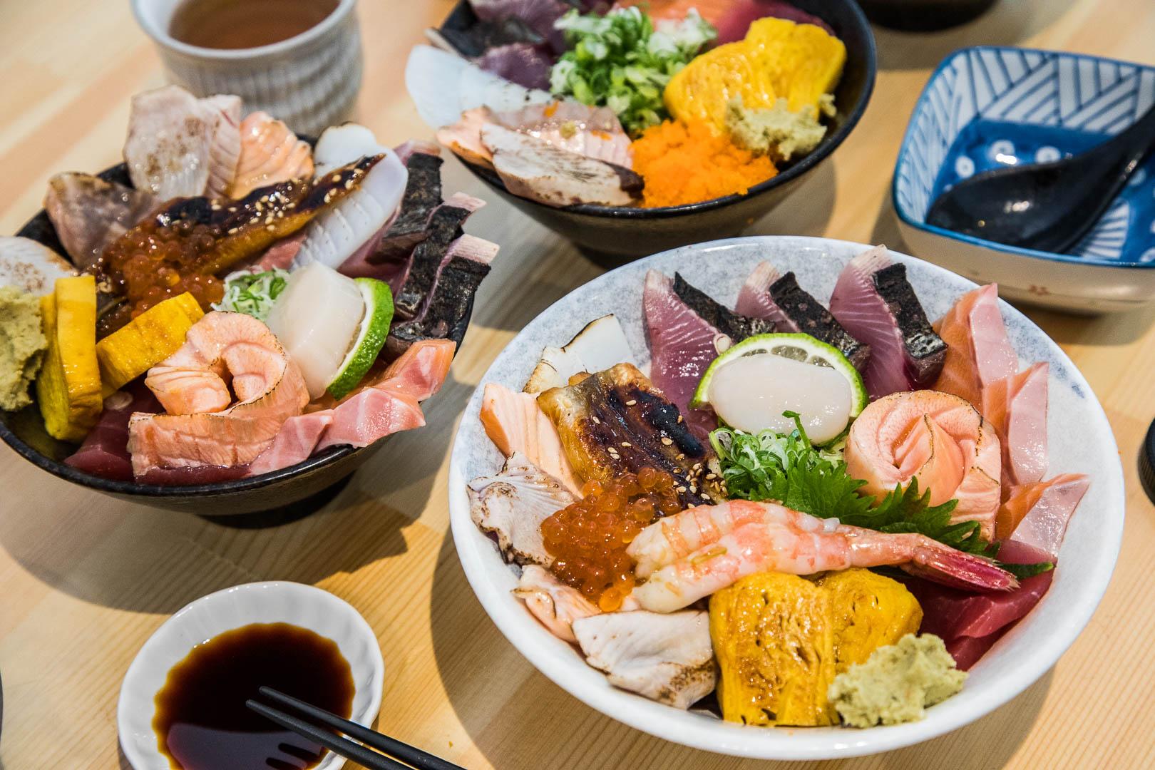 [台北美食]壽司爸/一開門就客滿!巷弄裡的超人氣日本料理小店,爆滿海鮮丼飯只要160元起!