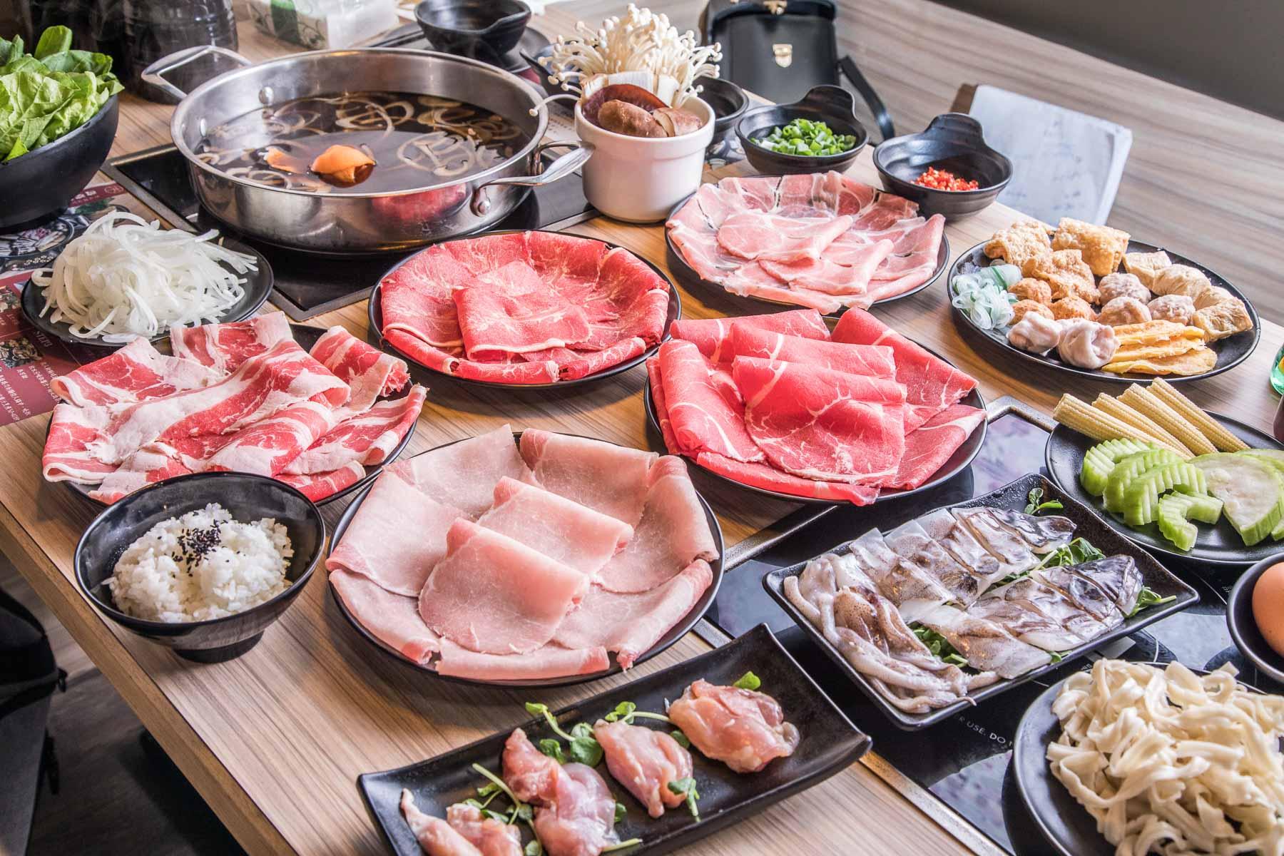 [桃園美食]來吧,大家一起幸福肥!399元壽喜燒吃到飽!肉肉、湯頭都非常可以!三本亭壽喜燒