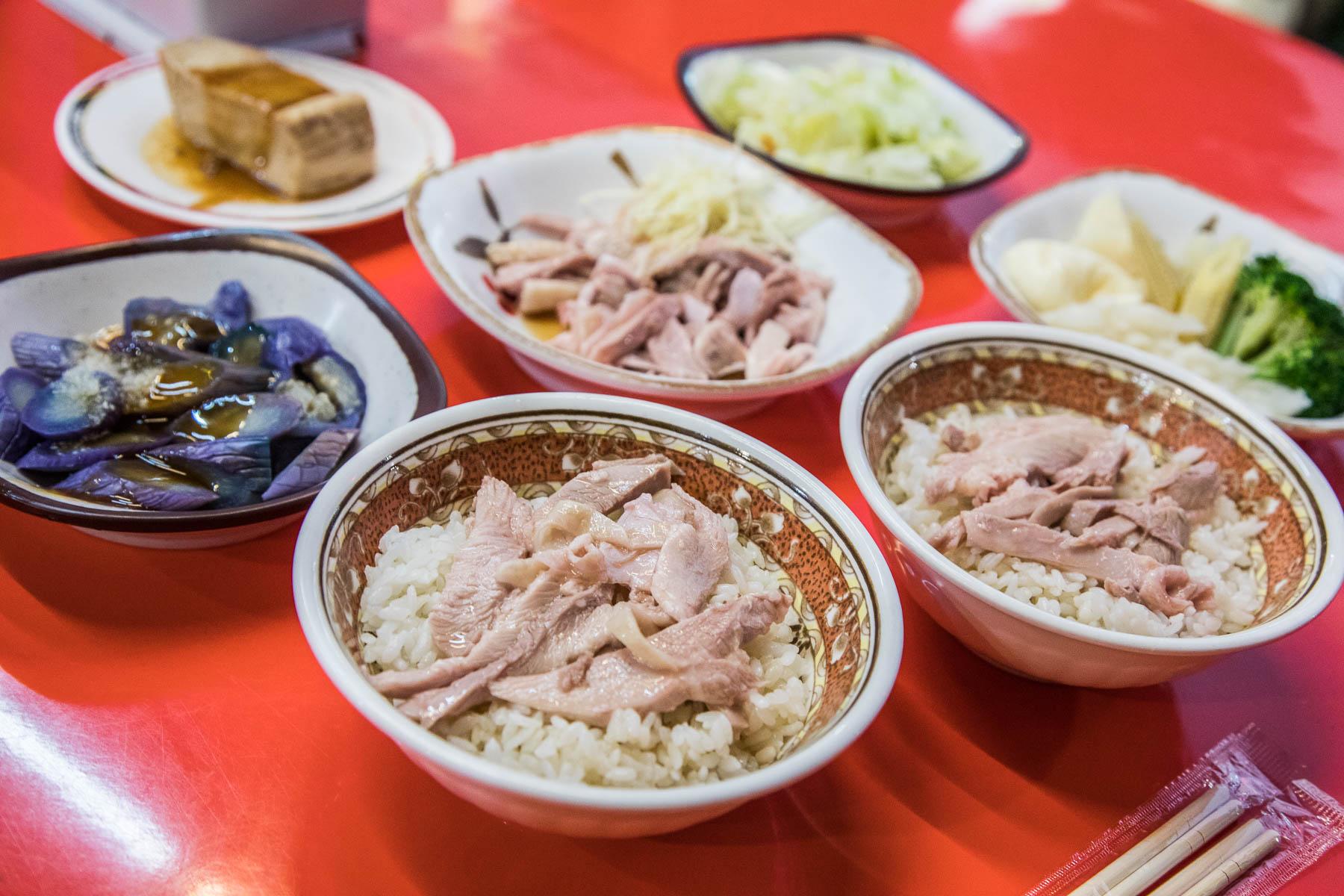[嘉義美食]嫩而不柴雞片飯,吃不爽單點火雞肉切盤包你爽!林家火雞肉飯