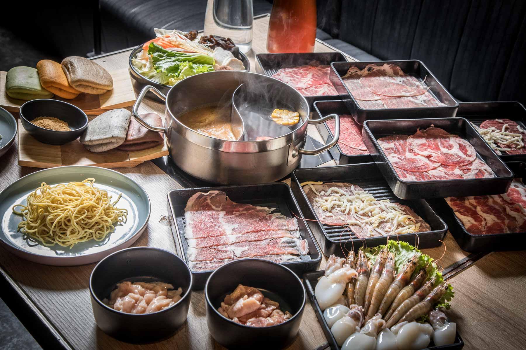 [中壢美食]500元有找!七十種食材通通吃到飽啦!還有桌邊服務菜車跟彩虹刈包!