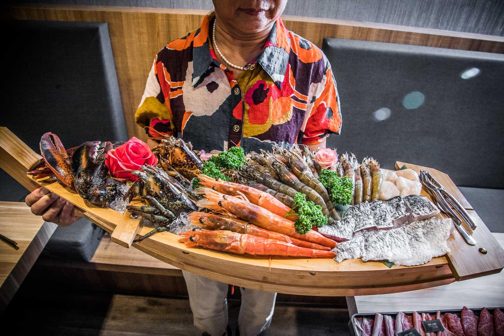 [林口美食]藏王極上鍋物-林口店/狂!航空母艦級超大海鮮船外加重磅日本A5和牛!