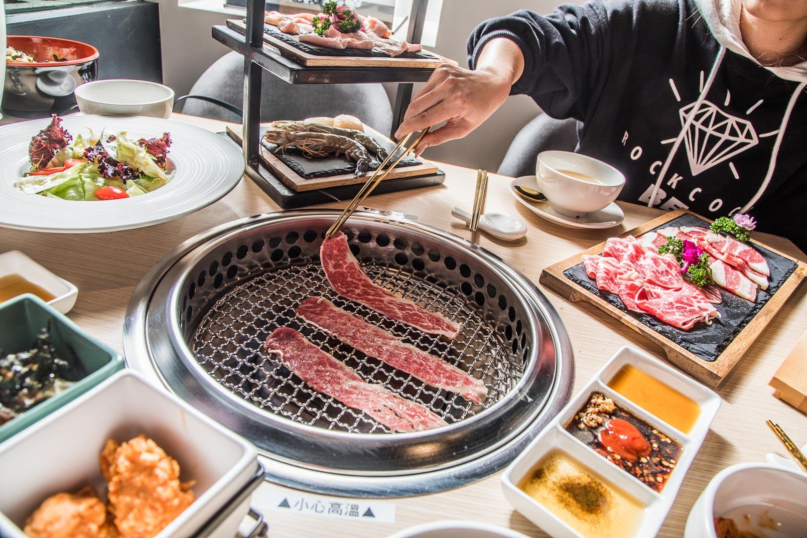 [台北美食]小豬樂石忠孝旗艦店/女孩們看過來,小資族也能輕鬆享受頂級韓式燒肉套餐
