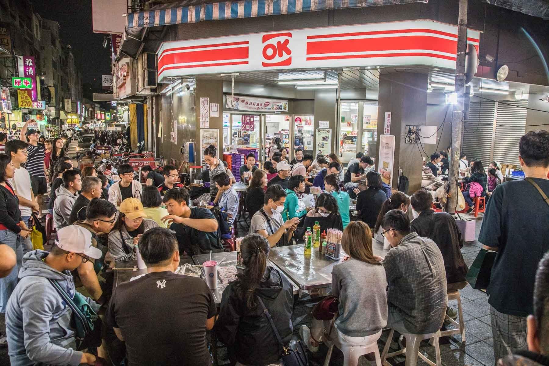 [嘉義東區]嘉義文化路夜市美食,超狂爆滿排隊宵夜場,大推煎虱目魚肚!珍珍海產粥