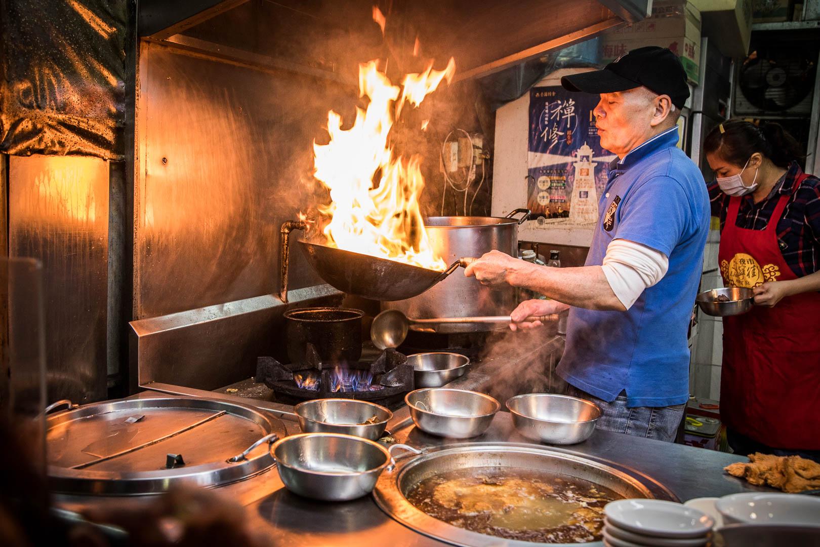 台北美食》阿柱麻油雞/連google都找不到的隱藏版麻油雞,大火爆炒的絕頂美味!