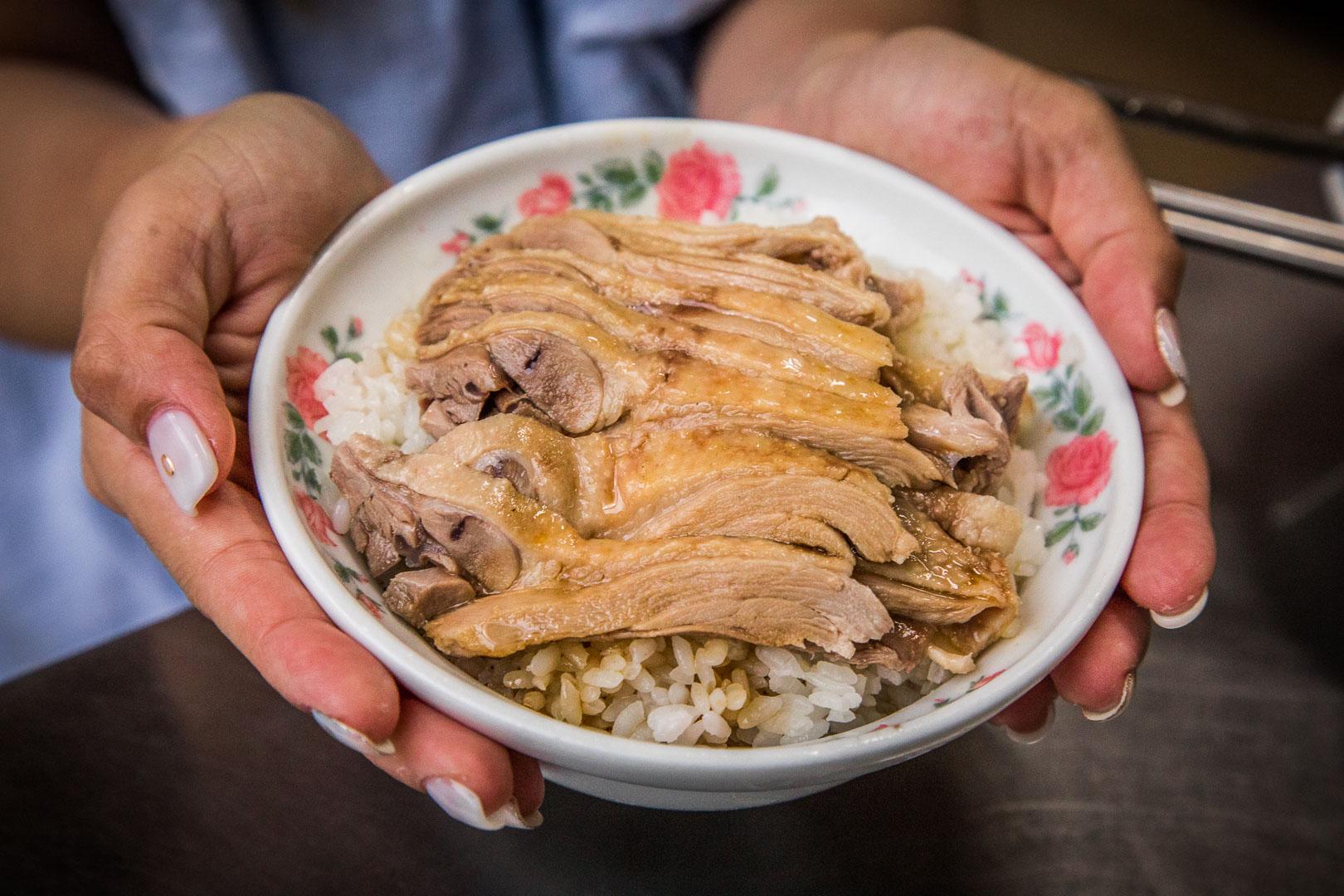 [宜蘭美食]陳記當歸鴨(創始店)/Google評價一千多則拿下4.2顆星,鋪滿滿鴨肉片飯只要50元!