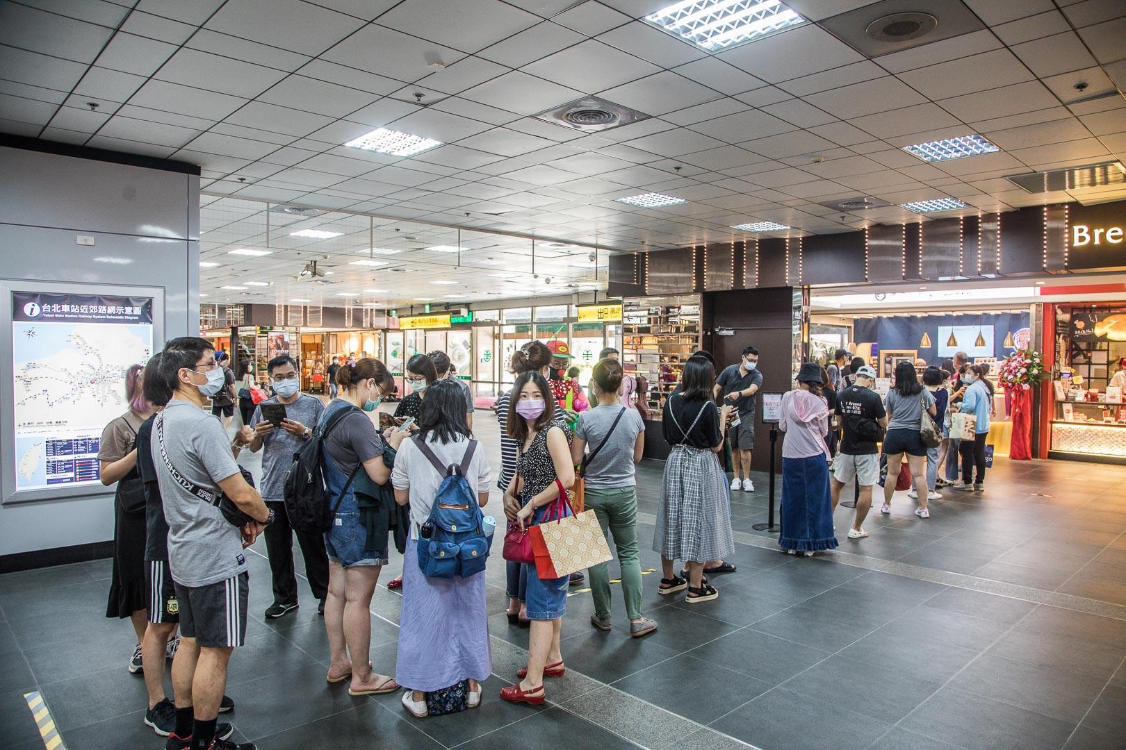 [台北美食]捲捲人生微風台北車站店/來台北車站就是要買肉桂捲呀,超過15種以上創意肉桂捲!