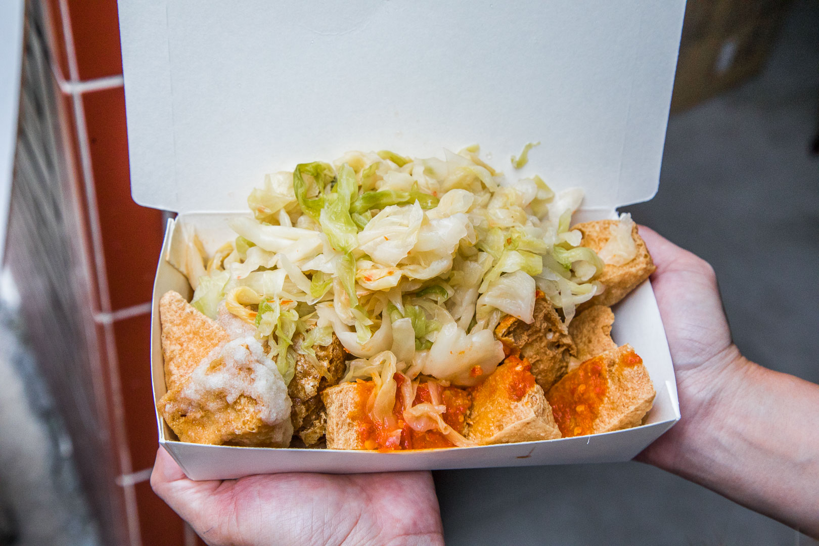 [三重美食]三重田中臭豆腐/在地人都說這家是最好吃的臭豆腐?爆量泡菜堆小山有誠意!