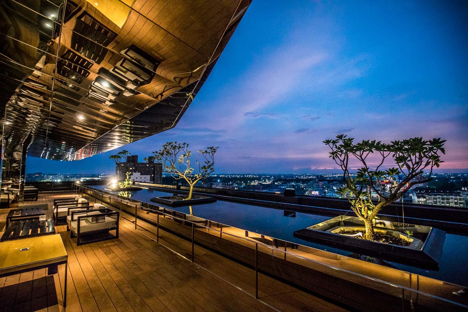 嘉義飯店 》嘉楠風華酒店,超美270度高空夜景酒吧,兩層樓超大溜滑梯獨棟親子遊樂園