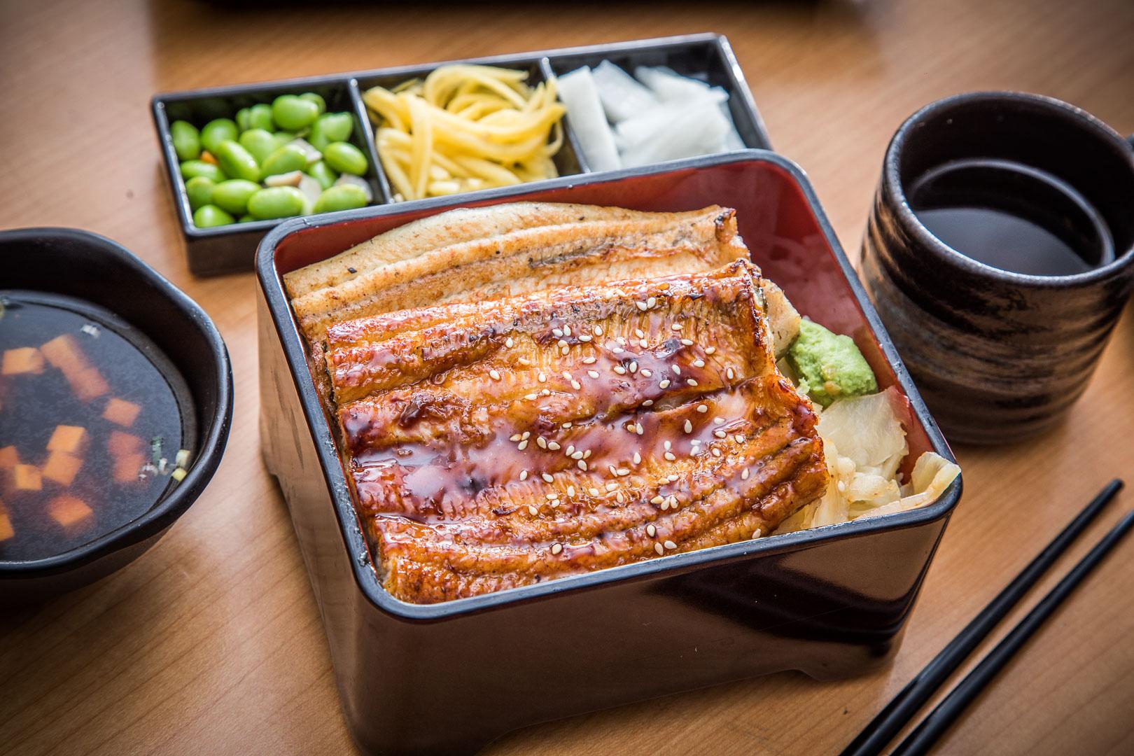 桃園美食 》鰻天下|桃園鰻魚飯推薦,高貴不貴絕對奢華!蒲燒白燒雙拼太極鰻魚飯!