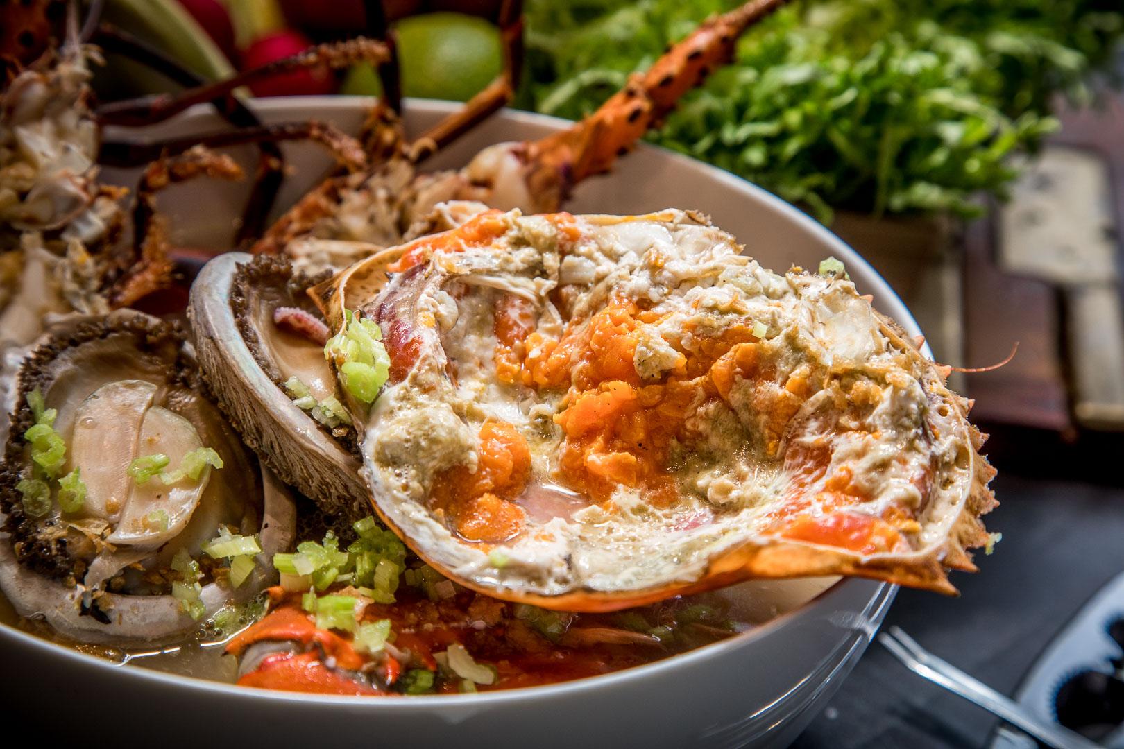 台北美食 》A.I.O餐廳 這樣煮粥太犯規了啦,超級無敵浮誇海鮮粥!碳烤龍蝦還買一送一!