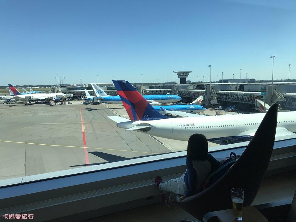 [坦尚尼亞] Tanzania 阿姆斯特丹機場Yotel過境旅館、人工大型行李寄放介紹、國際線Aspire Lounge超美停機坪景觀貴賓室