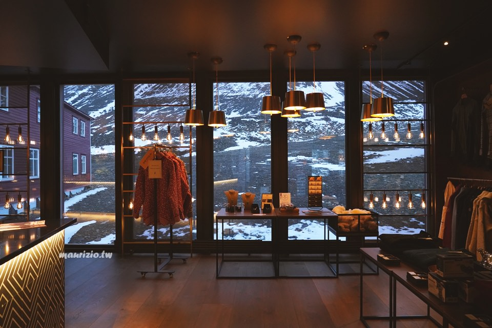 [北極]  Svalbard 住宿推薦 Funken Lodge – Longyearbyen位於半山腰冷色調系設計感旅館,公共設施、晚餐