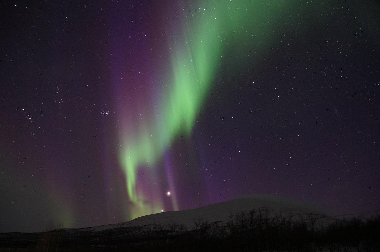 northern-lights-225452_1280