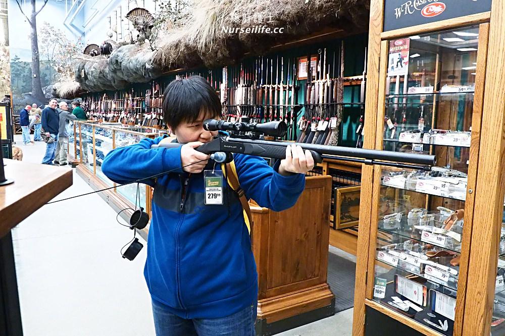 Bass Pro Shops 美國東岸最大的戶外用品店.船、槍、十字弓都有賣