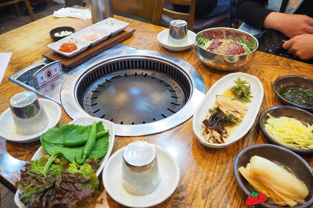 釜山 맛찬들왕소금구이.吃韓式烤肉店想要巧遇韓星歐巴就要來這一家!