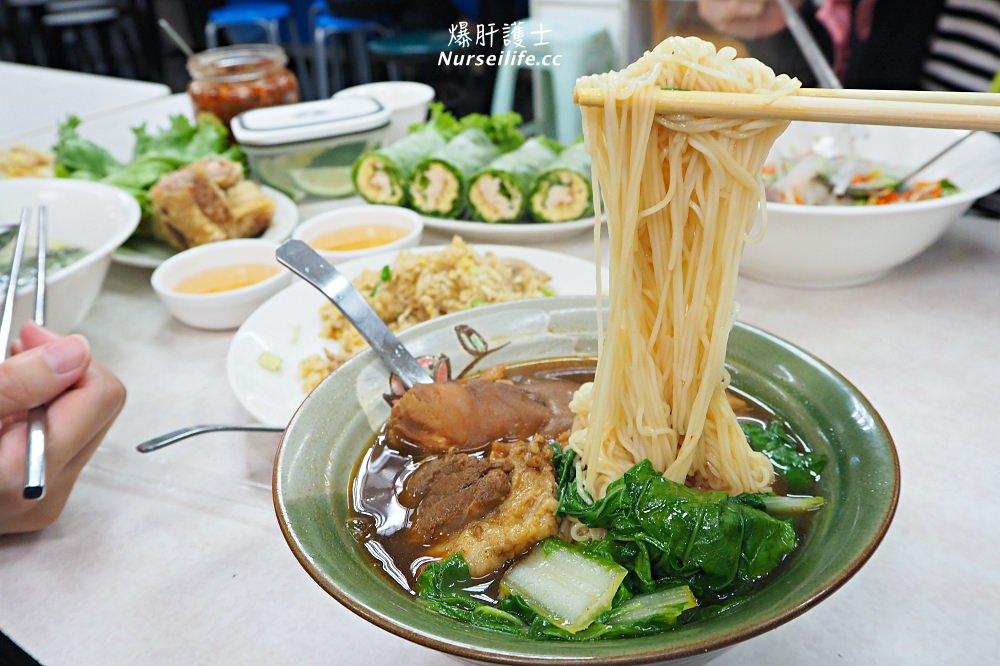 天母士東市場曉平家常小吃.去霉運豬腳麵線吃起來