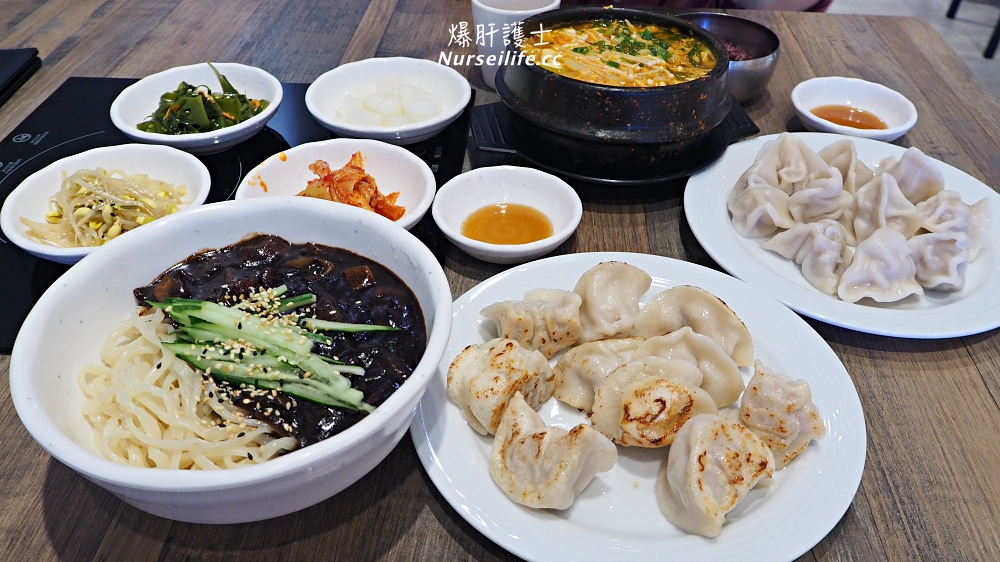 天母車家餃子&我們家韓國料理.一顆15元但可以免費吃小菜的水餃