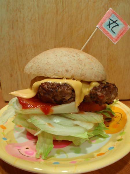 漢堡–自己做俗又大碗~