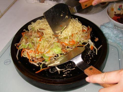 【荷蘭鍋】鐵板麵—啥~這樣也行!!!