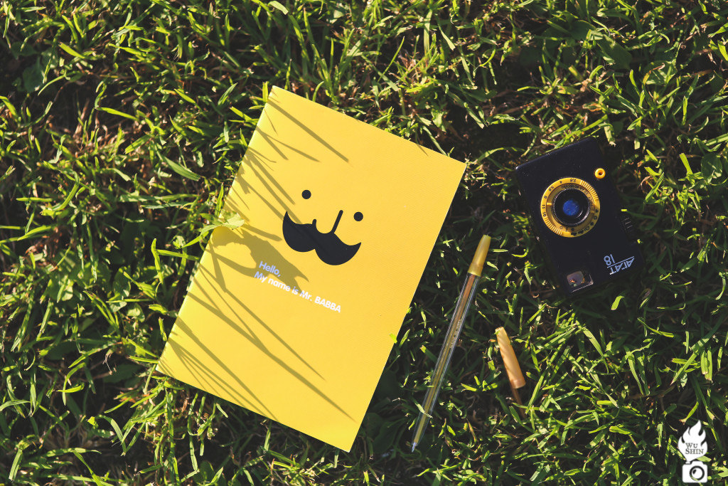 kaboompics-com_yellow-notebook-on-the-grass-1024x683