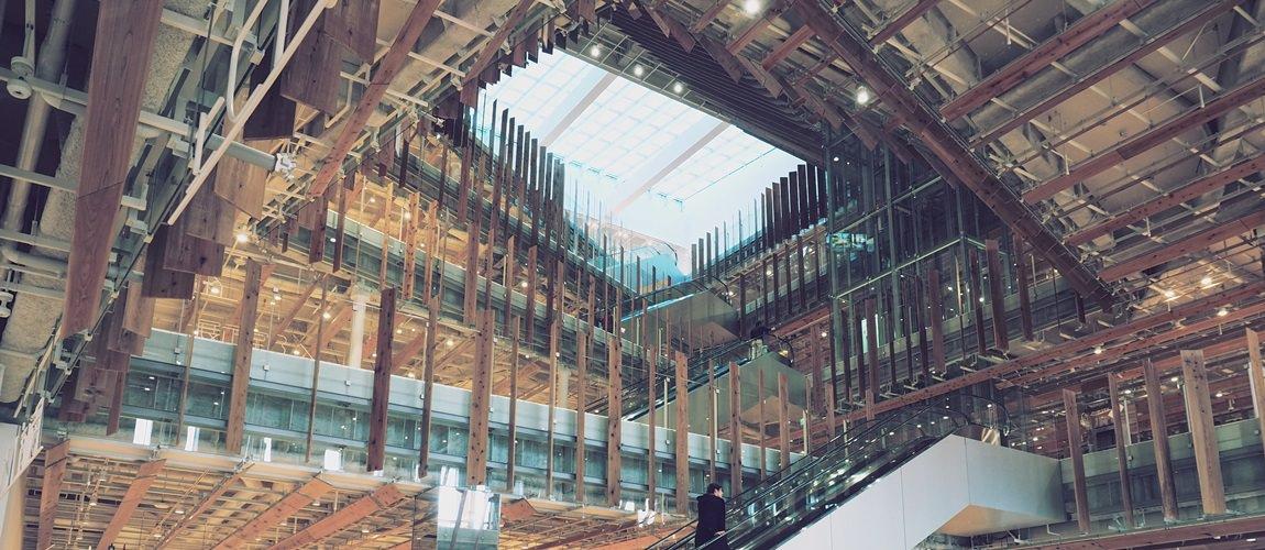 富山市圖書館&玻璃美術館(TOYAMA キラリ) 融合當地藝術的建築與空間