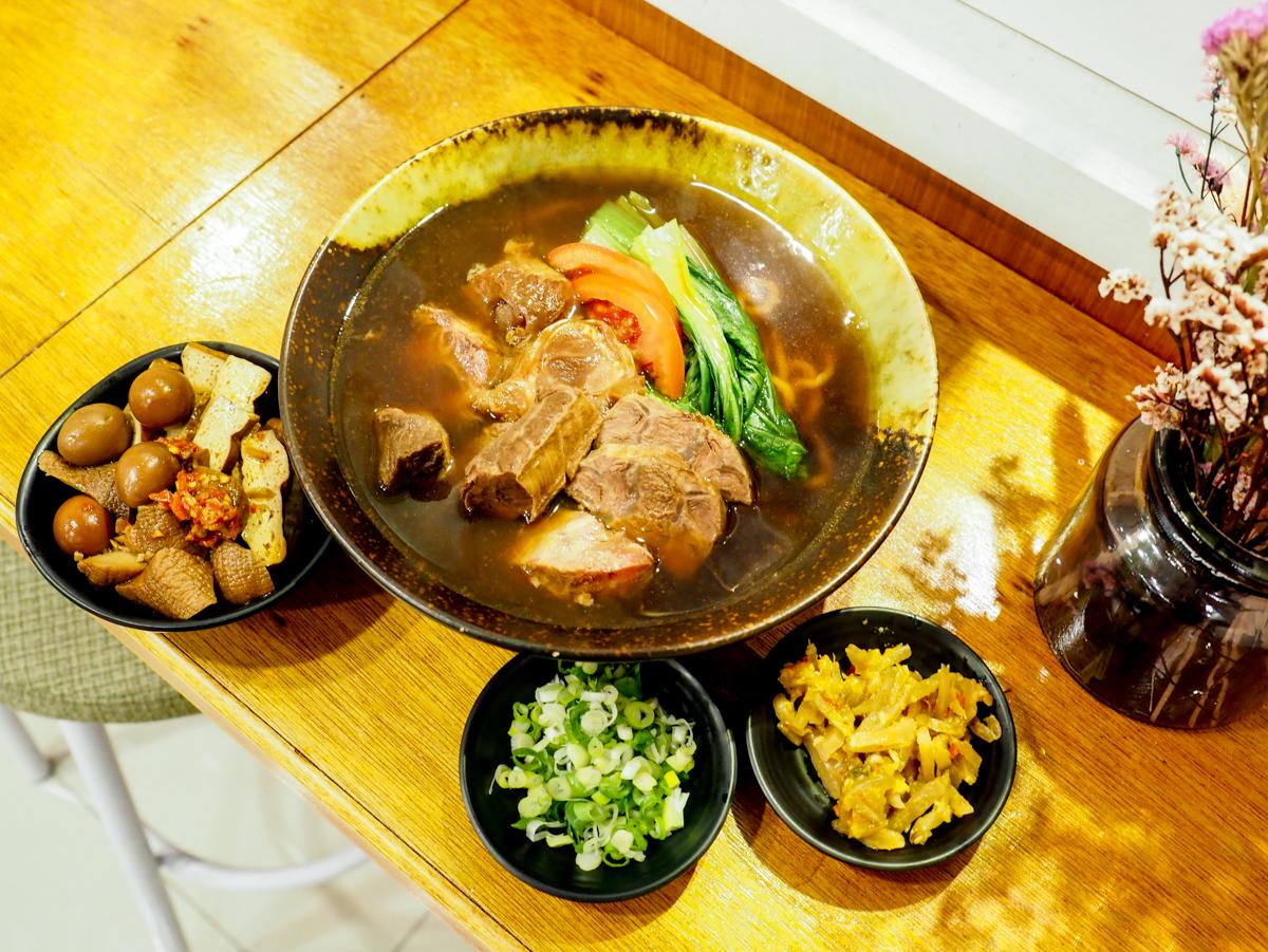 【三峽牛肉麵推薦】老私房牛肉麵 牛腩、牛筋、牛腱三寶一體超厚實 天然湯頭無味精!