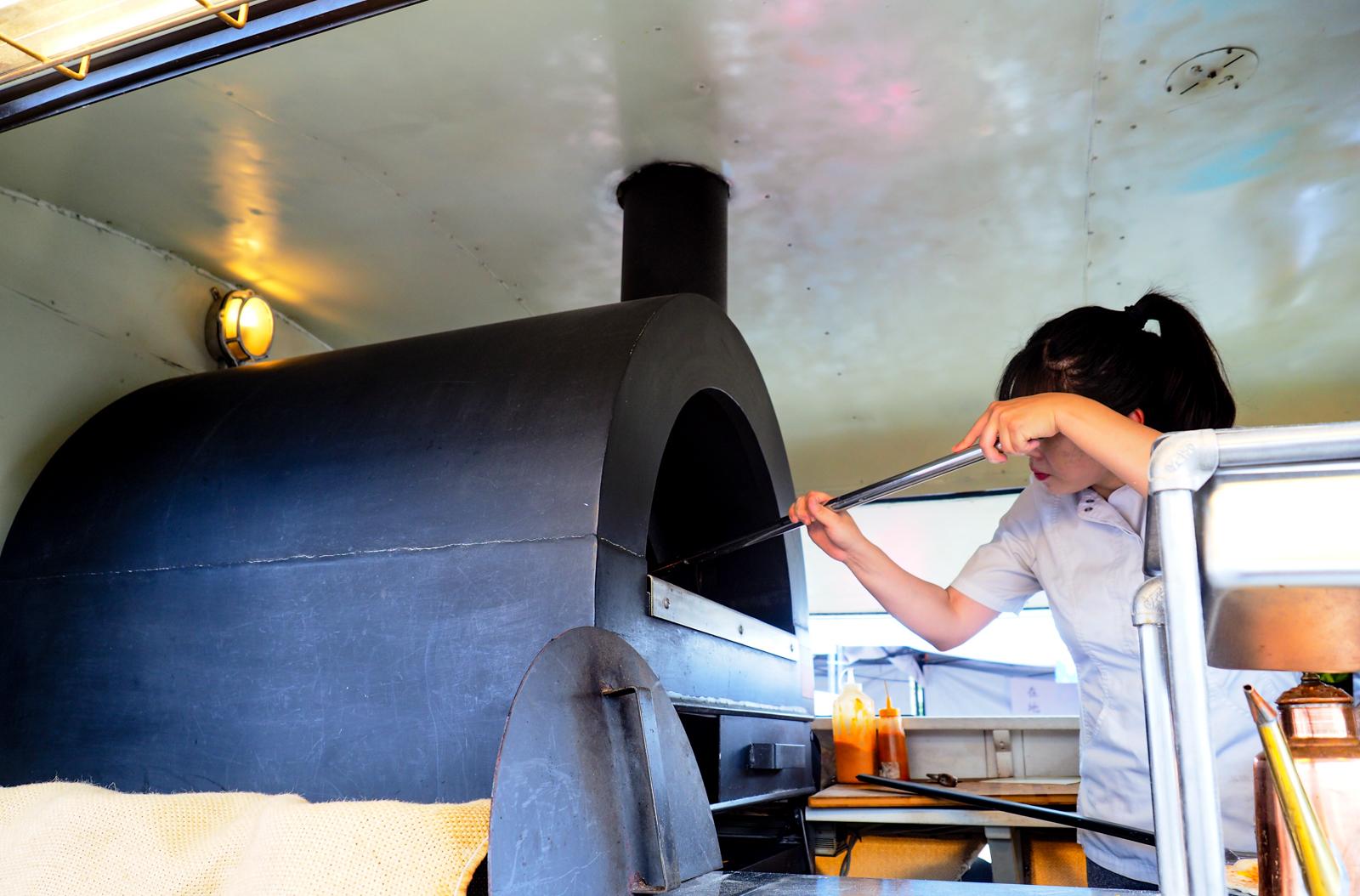 【台北幽靈餐車】工業風格的防暴車 竟然是賣美味比薩!River&Truck PizzaTruck