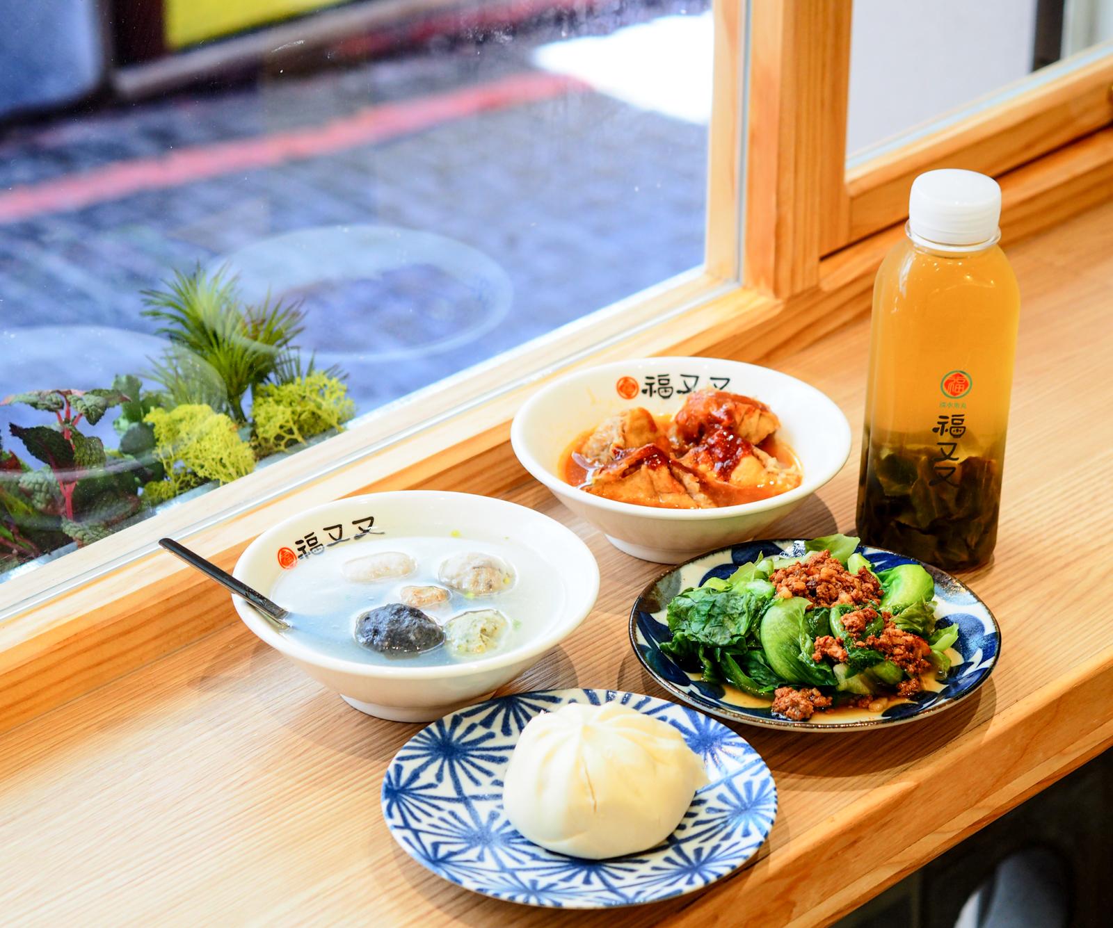 【淡水老街美食】福又又淡水魚丸 一口阿給和五色魚丸湯也可以吃的很文青又舒適
