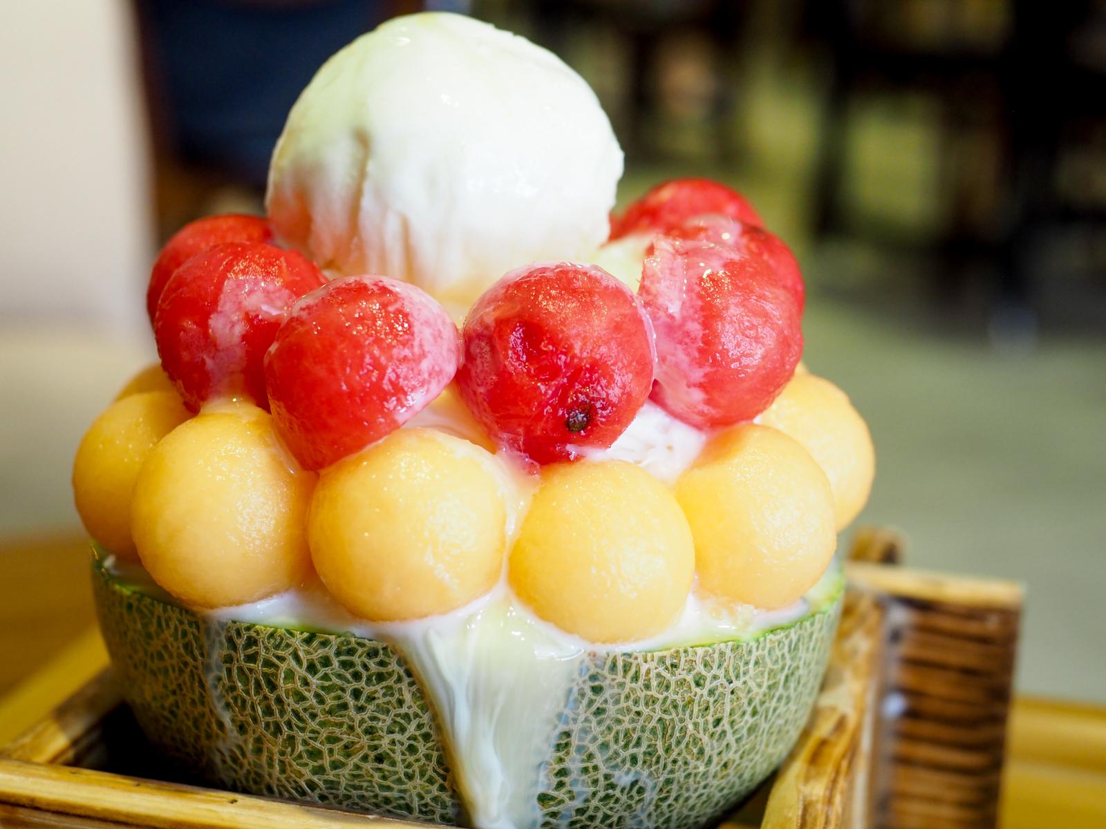 【蘆洲冰品推薦】焦糖公園蘆洲店 半顆哈密瓜下去當盤子 滿滿西瓜哈密瓜吃起來就是爽
