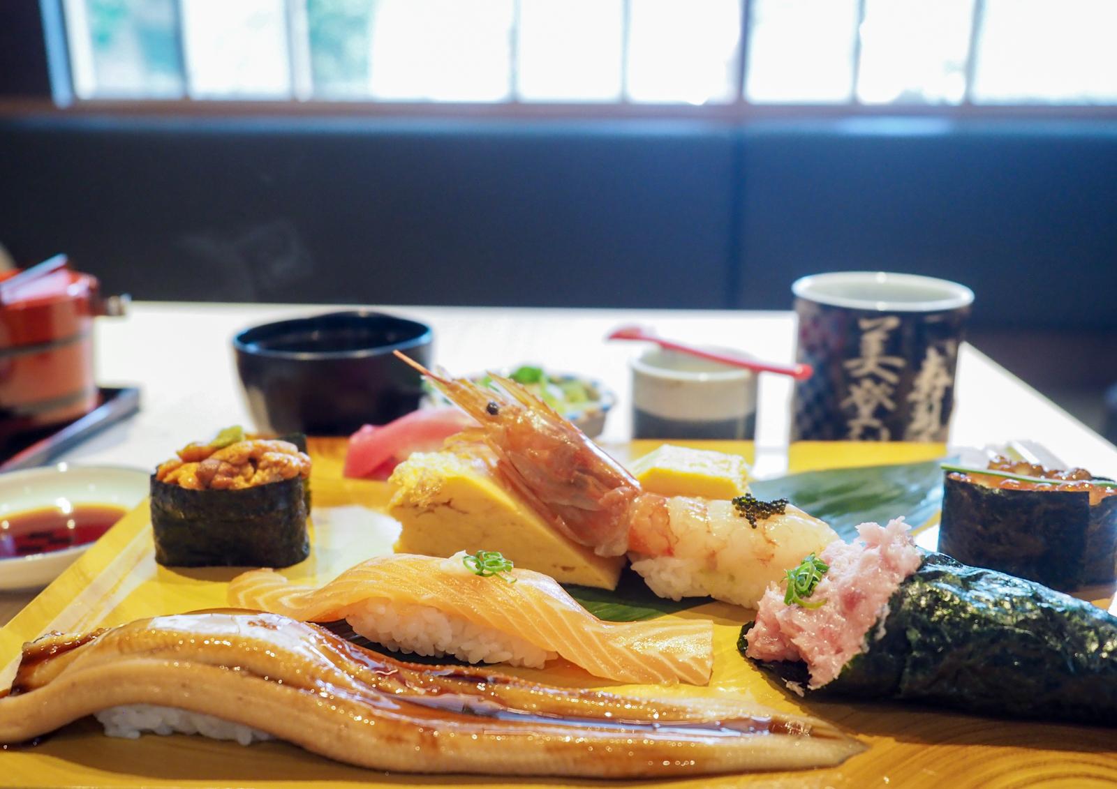 壽司美登利台灣一號店 預約也要等上兩個小時的好滋味 點豪華綜合拼盤不後悔!